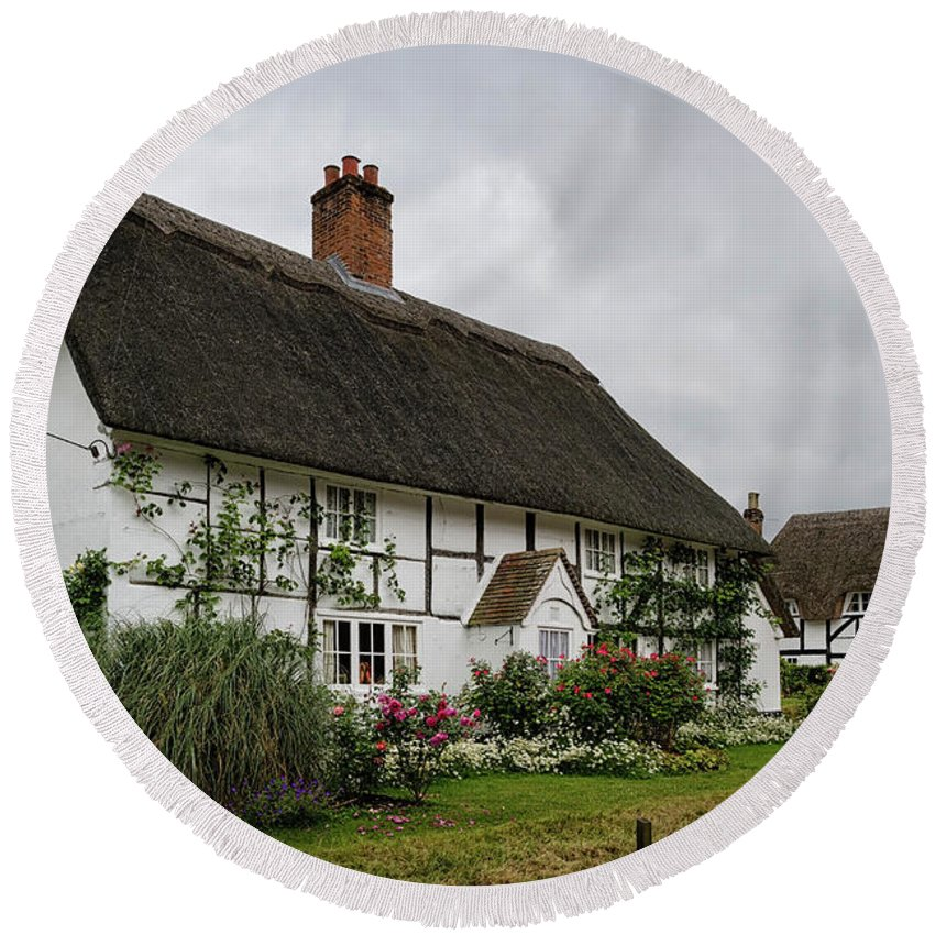 Cottage Round Beach Towel featuring the photograph The Old Cottage Micheldever by Shirley Mitchell