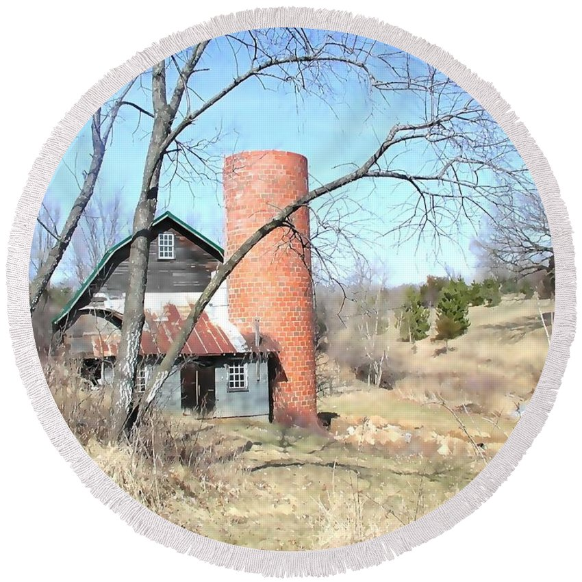 Barn Round Beach Towel featuring the photograph The Old Farm by Tom Reynen