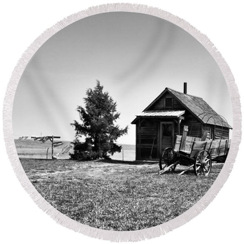 Ann Keisling Round Beach Towel featuring the photograph The Old Homestead by Ann Keisling