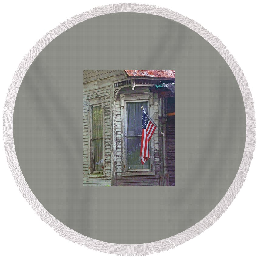 America Round Beach Towel featuring the photograph The Old Soldier's Gone by George Elliott
