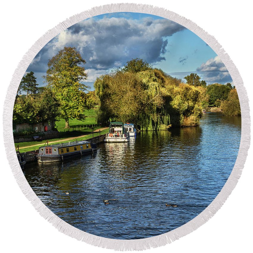 Wallingford Round Beach Towel featuring the photograph The River Thames At Wallingford by Ian Lewis