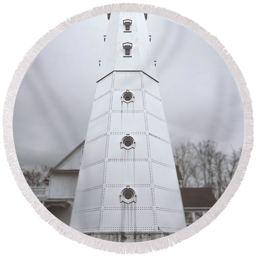 North Point Lighthouse Round Beach Towel featuring the photograph The Steel Tower by Scott Norris