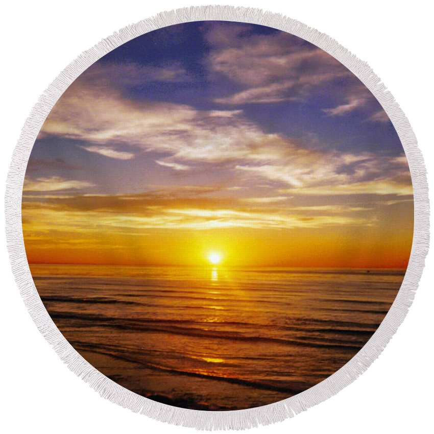 Sunset Round Beach Towel featuring the photograph The Sun Says Goodnight by Jean Haynes