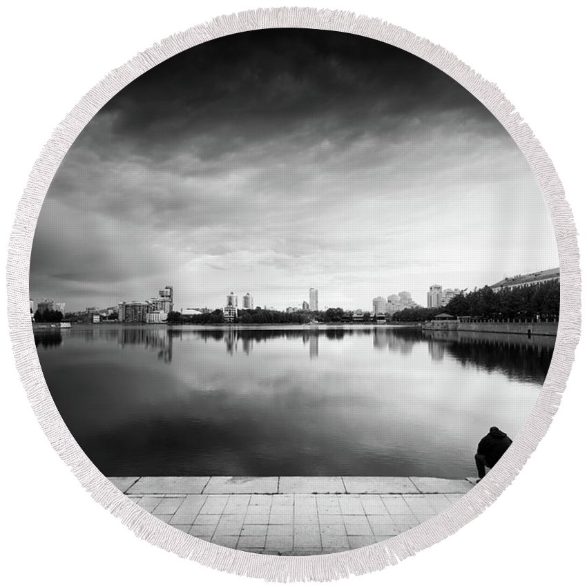 Lake Round Beach Towel featuring the photograph The Thinker And The Lake by John Williams