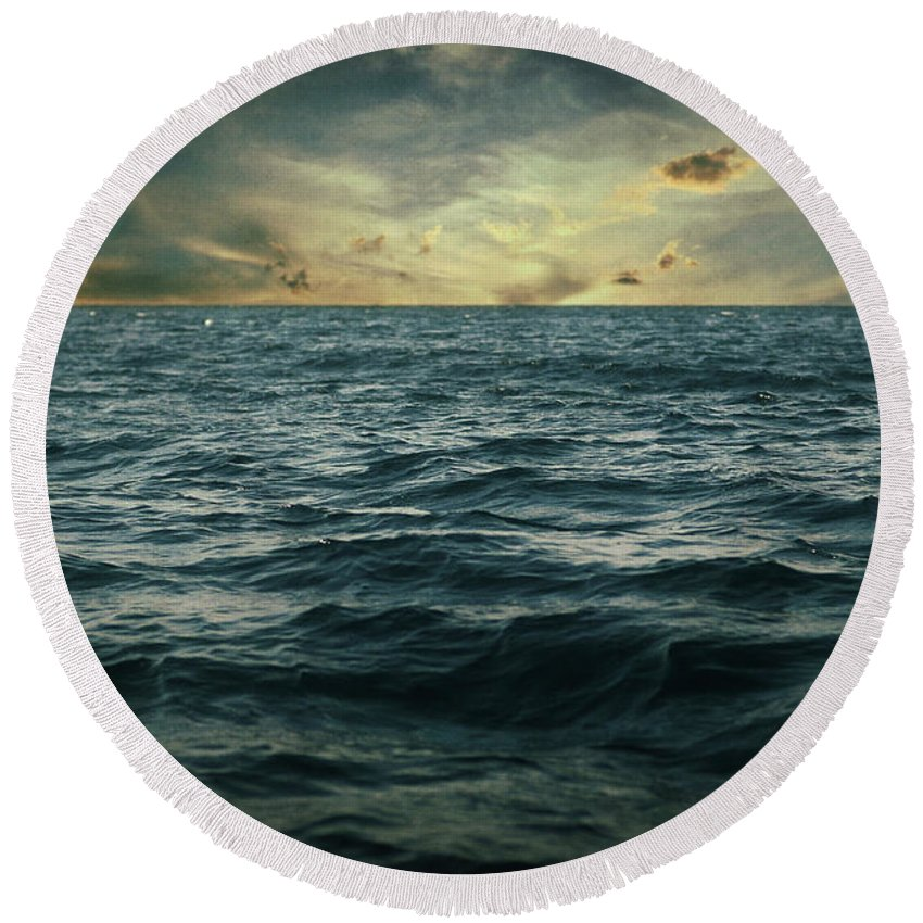 Seascape Round Beach Towel featuring the photograph The Time I Was Daydreaming by Zapista