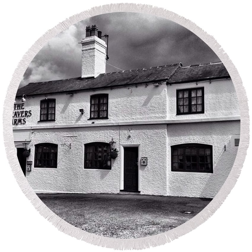 Snapseed Round Beach Towel featuring the photograph The Weavers Arms, Fillongley by John Edwards