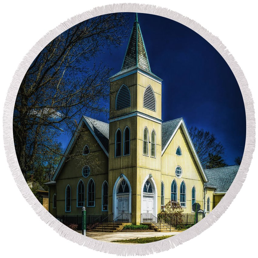 Building Round Beach Towel featuring the photograph The Wenonah United Methodist Church by Nick Zelinsky