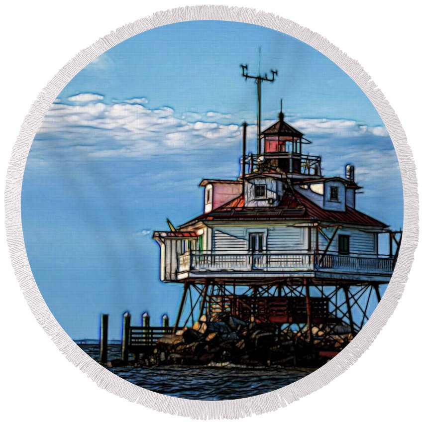 Thomas Point Shoal Lighthouse Round Beach Towel featuring the photograph Thomas Point Lighthouse by Carol Ward