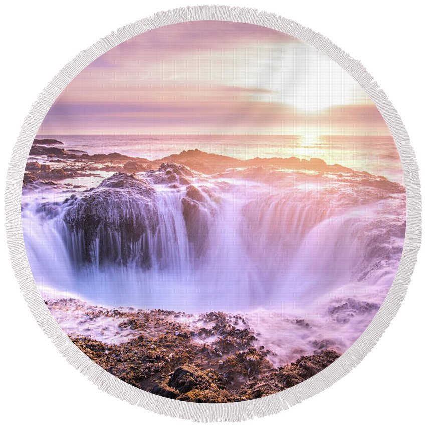 Ocean Round Beach Towel featuring the photograph Thor's Well by Travis Elder