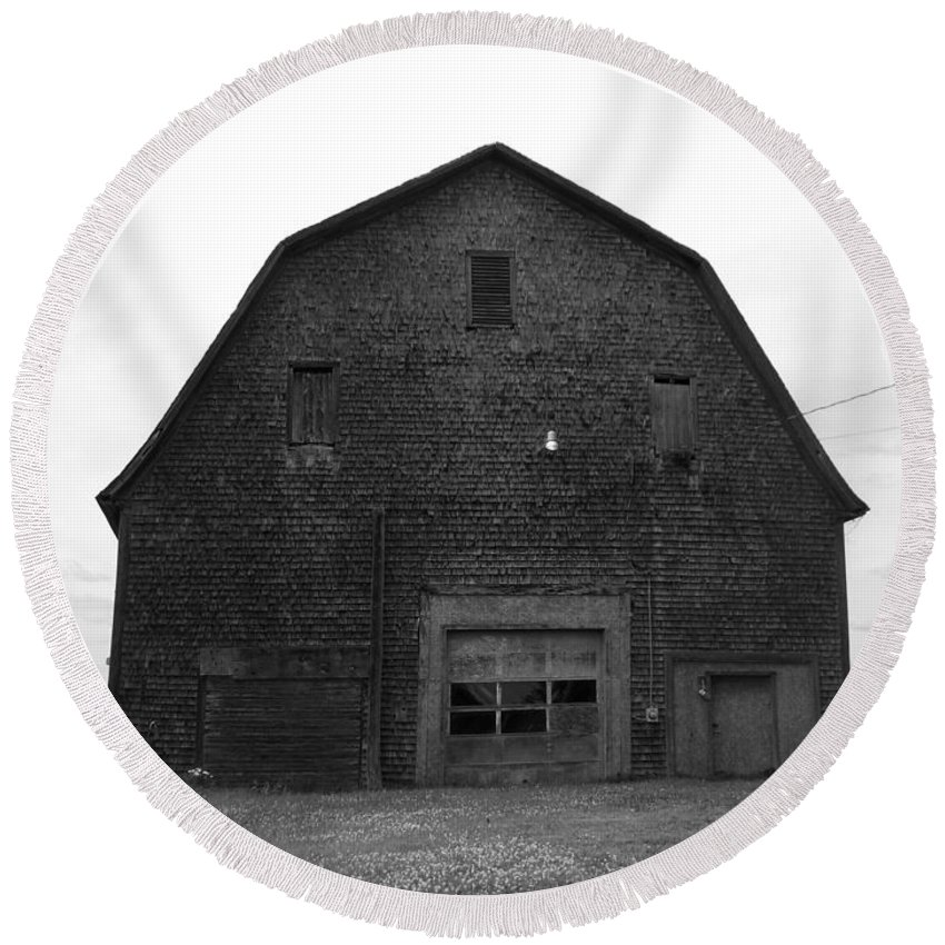 Barn Round Beach Towel featuring the photograph Timeless Barn by William Tasker