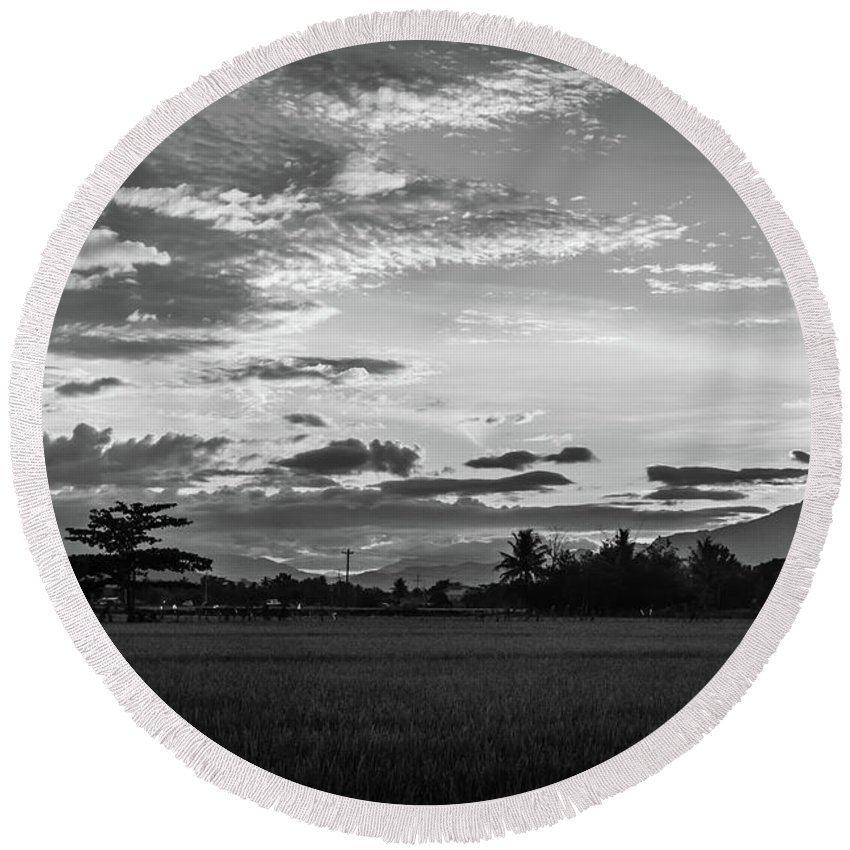 Black And White Round Beach Towel featuring the photograph Timeless Sunsets by Donald Carr