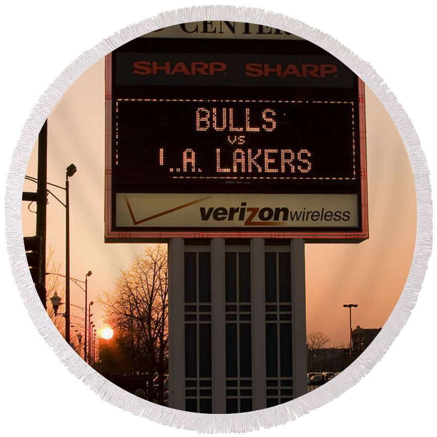Chicago Windy City Evening Sunset Bulls Game La L.a. Lakers United Center Round Beach Towel featuring the photograph To The Bulls Game by Andrei Shliakhau