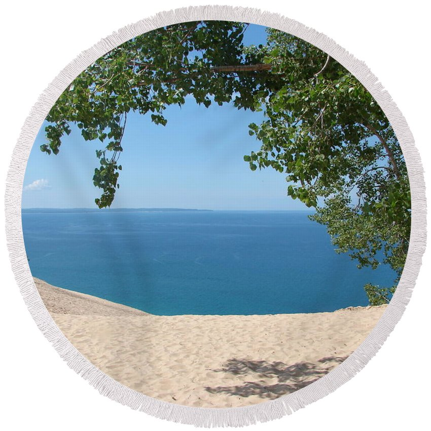 Sleeping Bear Dunes Round Beach Towel featuring the photograph Top Of The Dune At Sleeping Bear by Michelle Calkins