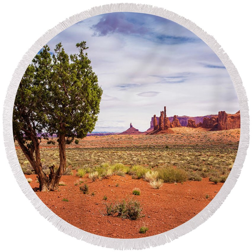 Scenic Landscape Round Beach Towel featuring the photograph Totem Pole And Yei-bi-chei by John Bartelt