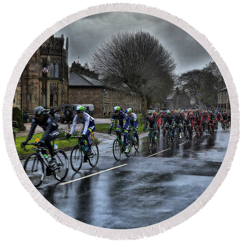 Bike Round Beach Towel featuring the photograph Tour De Yorkshire Ripley by Mark Hunter