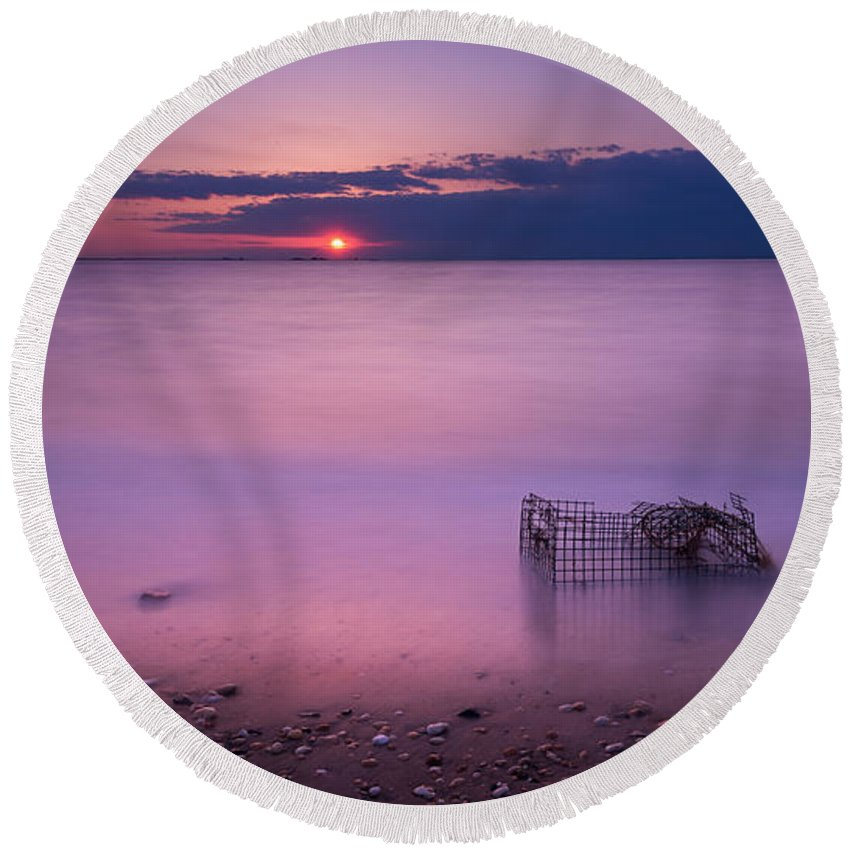 Sandy Hook Round Beach Towel featuring the photograph Trapped by Michael Ver Sprill