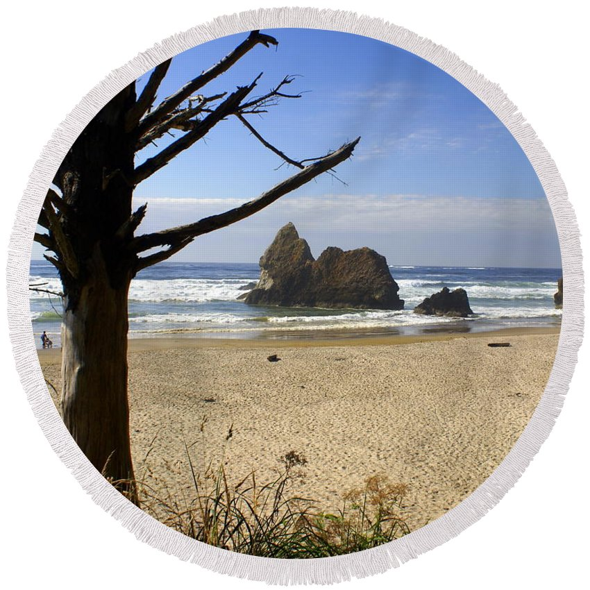 Ocean Round Beach Towel featuring the photograph Tree And Ocean by Marty Koch