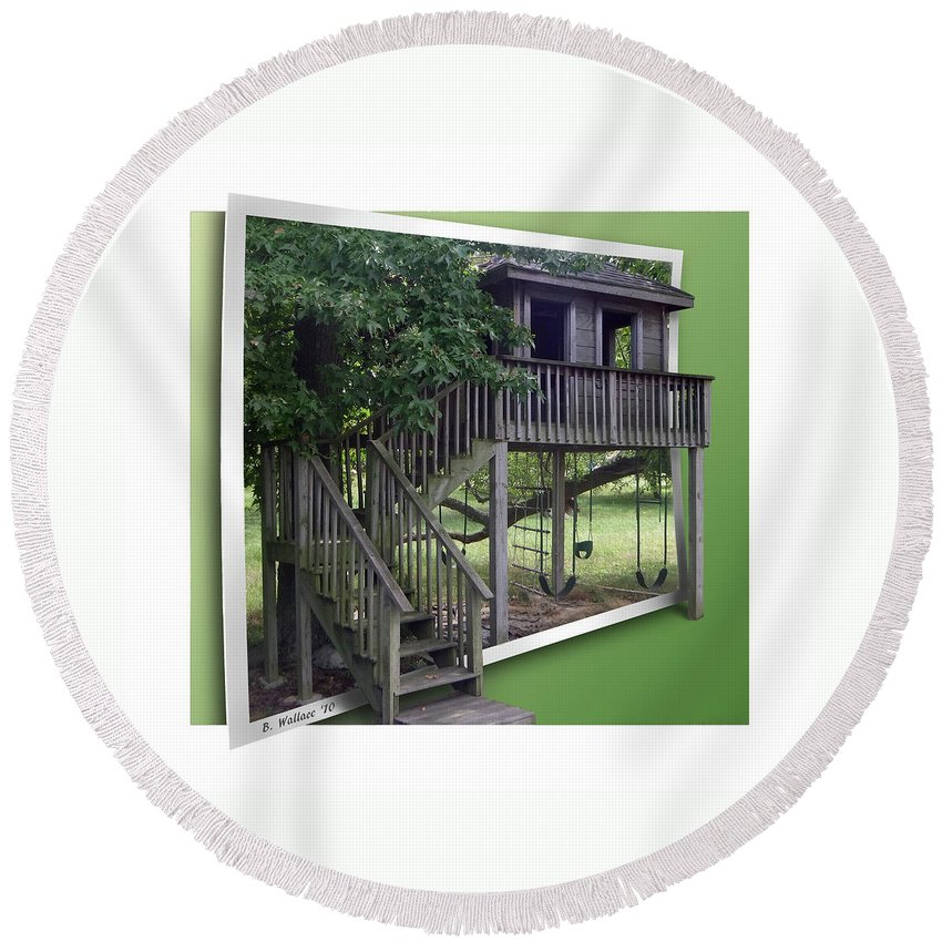 2d Round Beach Towel featuring the photograph Treehouse Playground by Brian Wallace