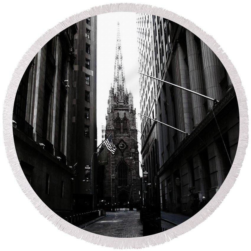 Manhattan Round Beach Towel featuring the photograph Trinity Church New York City by Don Gronczewski