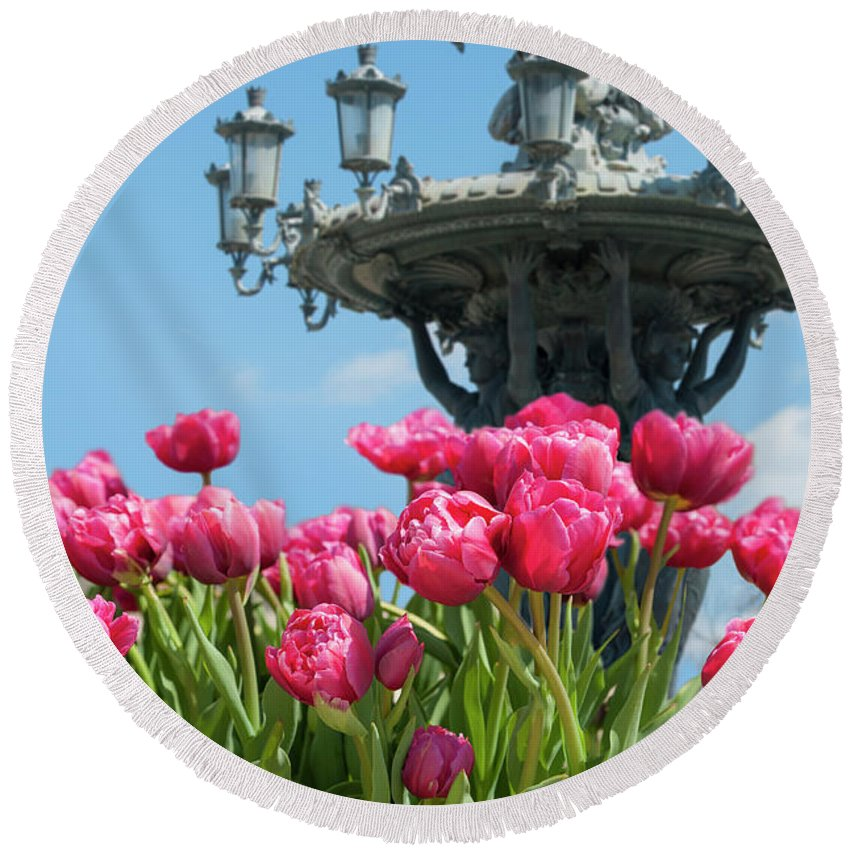 Bartholdi Round Beach Towel featuring the photograph Tulips With Bartholdi Fountain by Dennis Ludlow