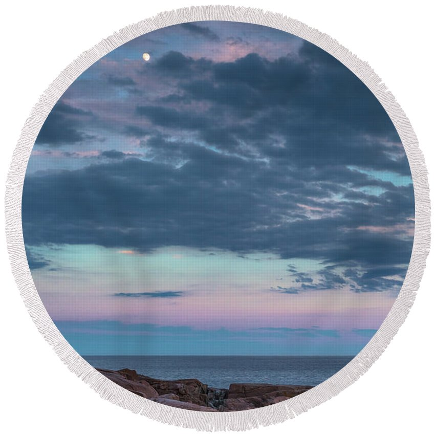 Maine Round Beach Towel featuring the photograph Undeterred by Arti Panchal