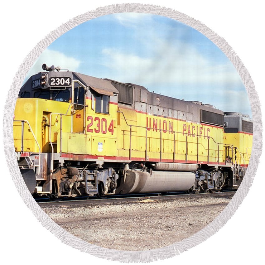 Up Round Beach Towel featuring the photograph Union Pacific Up - Railimages@aol.com by Ronald Estes