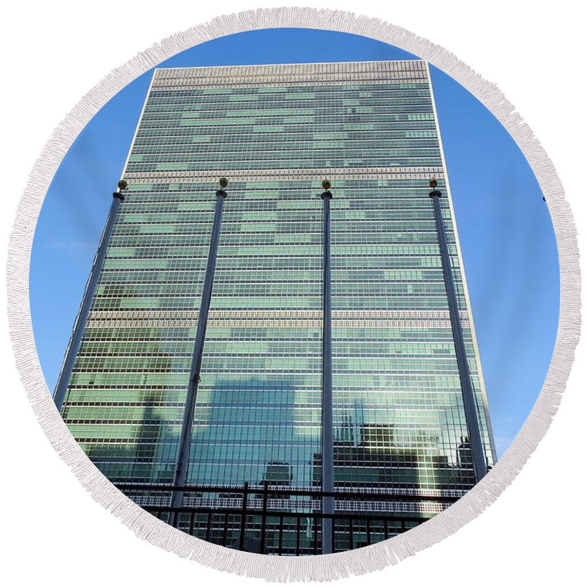 United Nations Building Round Beach Towel featuring the photograph United Nations by Ed Weidman