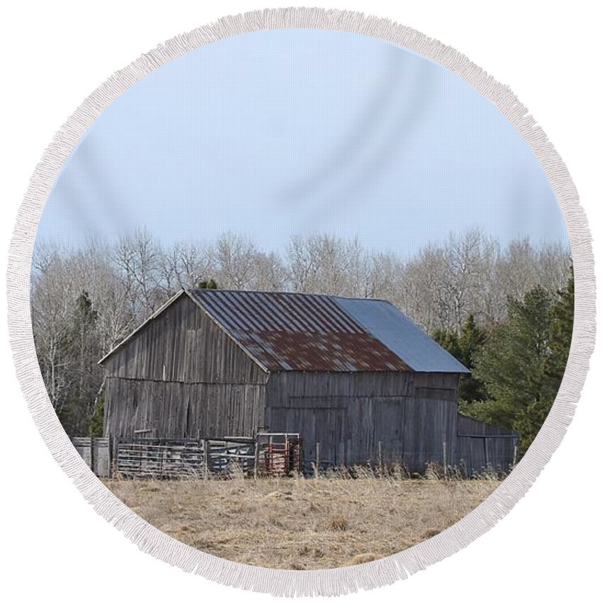 Old Barn Round Beach Towel featuring the photograph U.p. Historical Barn by Teresa McGill