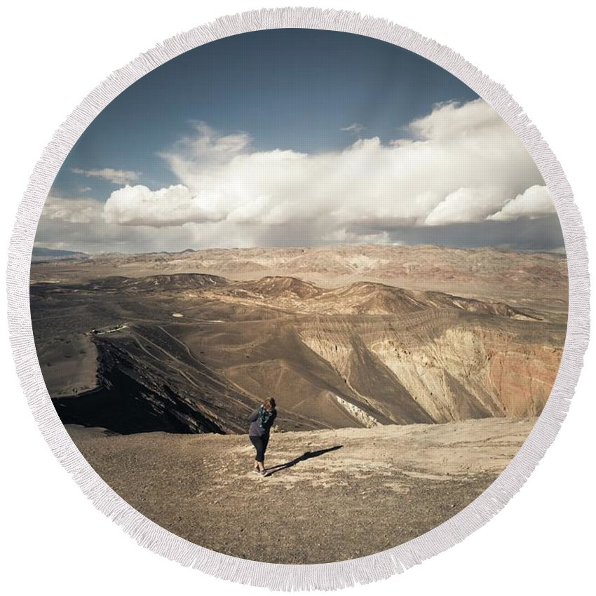 Ubehebe Round Beach Towel featuring the photograph Uphill Battle by Sebastien Chort
