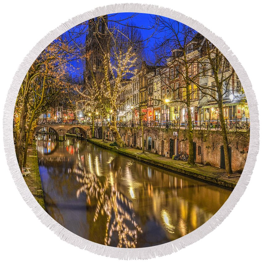 Utrecht Round Beach Towel featuring the photograph Utrecht Old Canal By Night by Frans Blok