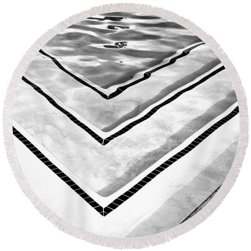 V Round Beach Towel featuring the photograph V Shape Palm Springs by William Dey