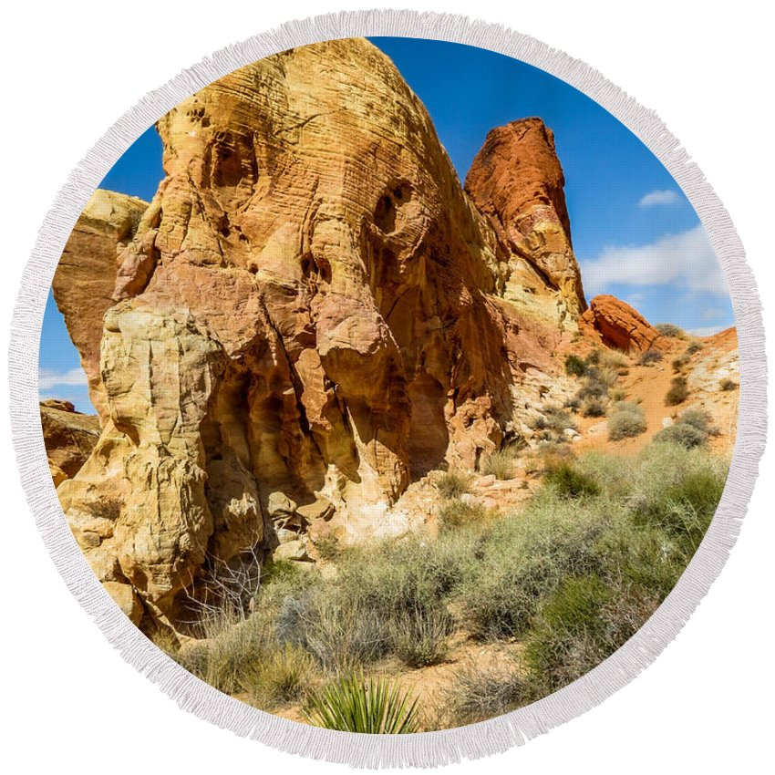 Valley Of Fire Round Beach Towel featuring the photograph Valley Of Fire - Face In The Rock by Patti Deters