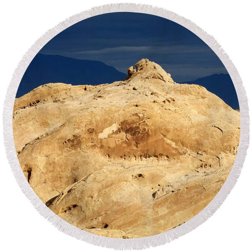 Sandstone Round Beach Towel featuring the photograph Valley Of Fire Nevada A Place For Discovery by Bob Christopher