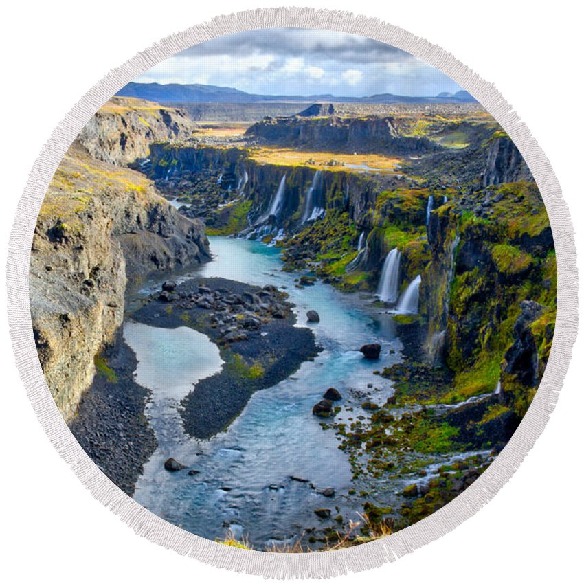 Highlands Round Beach Towel featuring the photograph Valley Of Tears #2 - Iceland by Stuart Litoff