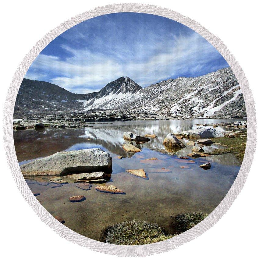 Sierra Round Beach Towel featuring the photograph Vee Lake - Sierra by Bruce Lemons