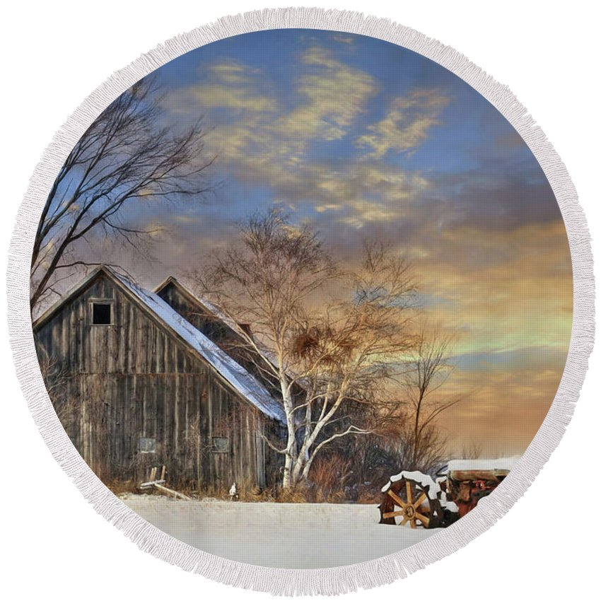 Barn Round Beach Towel featuring the photograph Vermont Sunset by Lori Deiter
