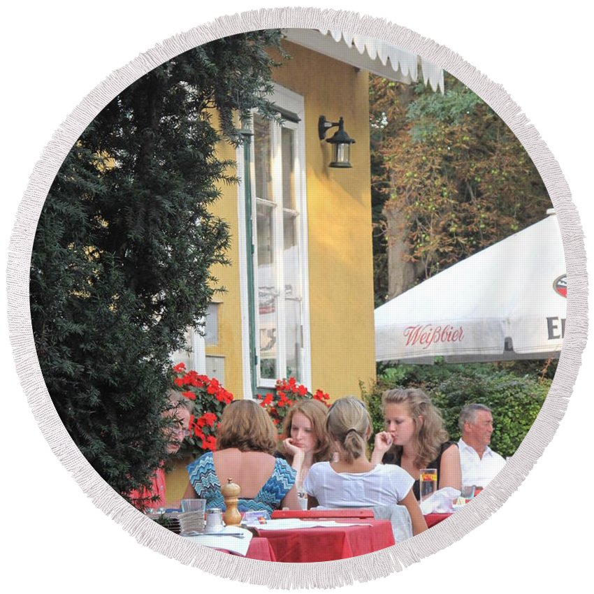 Vienna Round Beach Towel featuring the photograph Vienna Restaurant In The Park by Ian MacDonald