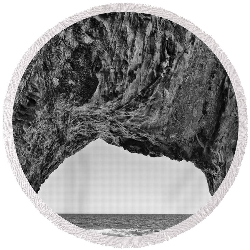 Hole In The Wall Beach Round Beach Towel featuring the photograph View Of The Natural Tunnel Of Hole In The Wall Beach by Jamie Pham