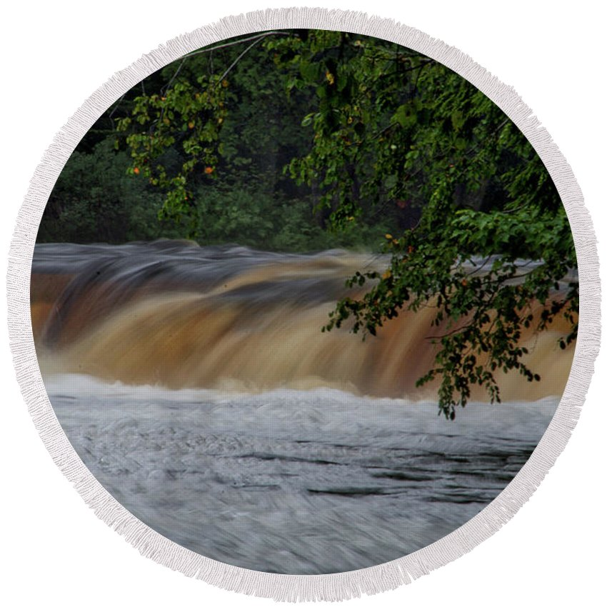 Tahquamenon Falls State Park Round Beach Towel featuring the photograph Viewing Tahquamenon Lower Falls Upper Peninsula Michigan 02 by Thomas Woolworth