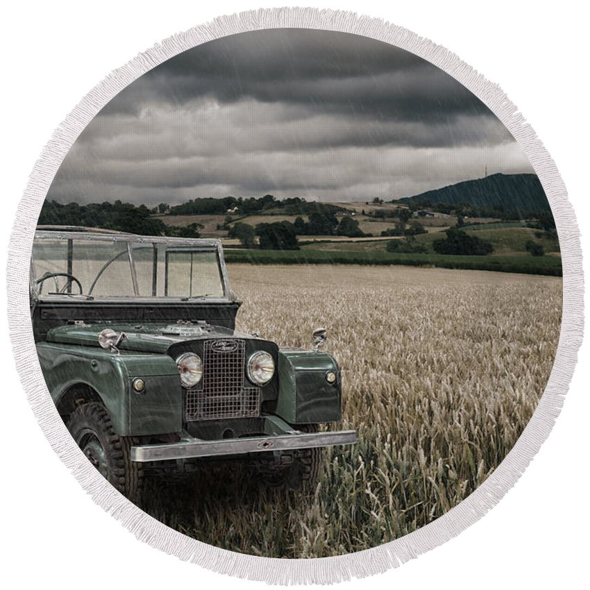 4x4 Round Beach Towel featuring the photograph Vintage Land Rover In Field by Amanda Elwell