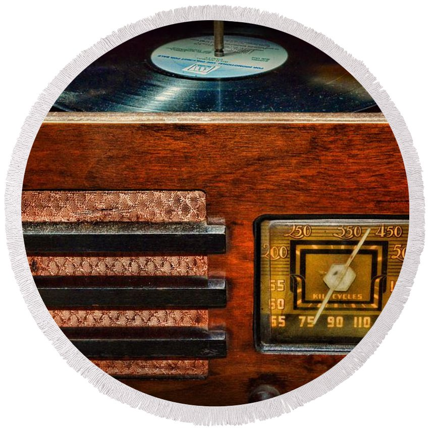 Paul Ward Round Beach Towel featuring the photograph Vintage Radio by Paul Ward