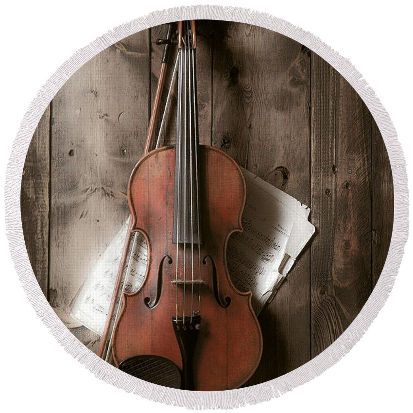 Bow Round Beach Towel featuring the photograph Violin by Garry Gay