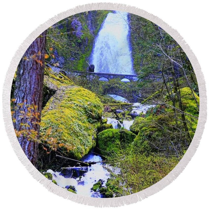 Scenic Round Beach Towel featuring the photograph Wahkeena Falls by Douglas Settle