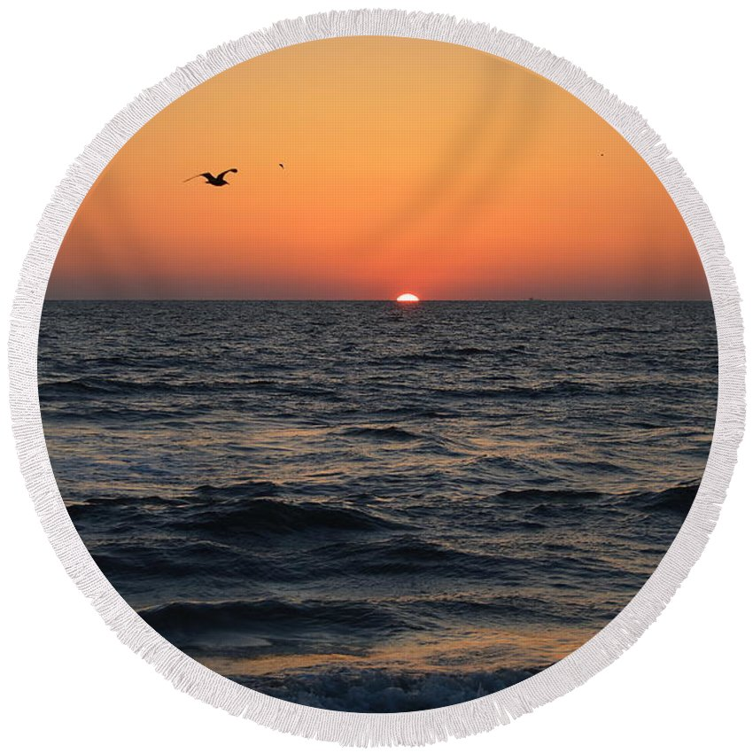 Virginia Beach Round Beach Towel featuring the photograph Waking Up by Karin Everhart