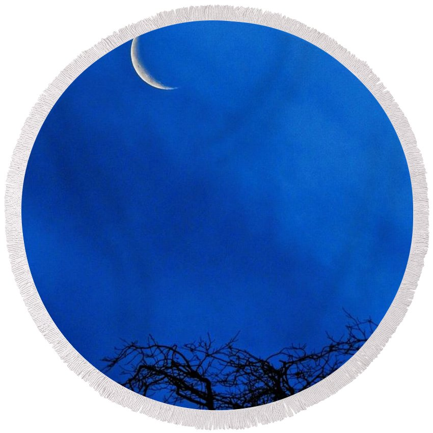 Vertical Round Beach Towel featuring the photograph Waning Crescent by Peggy Hughes