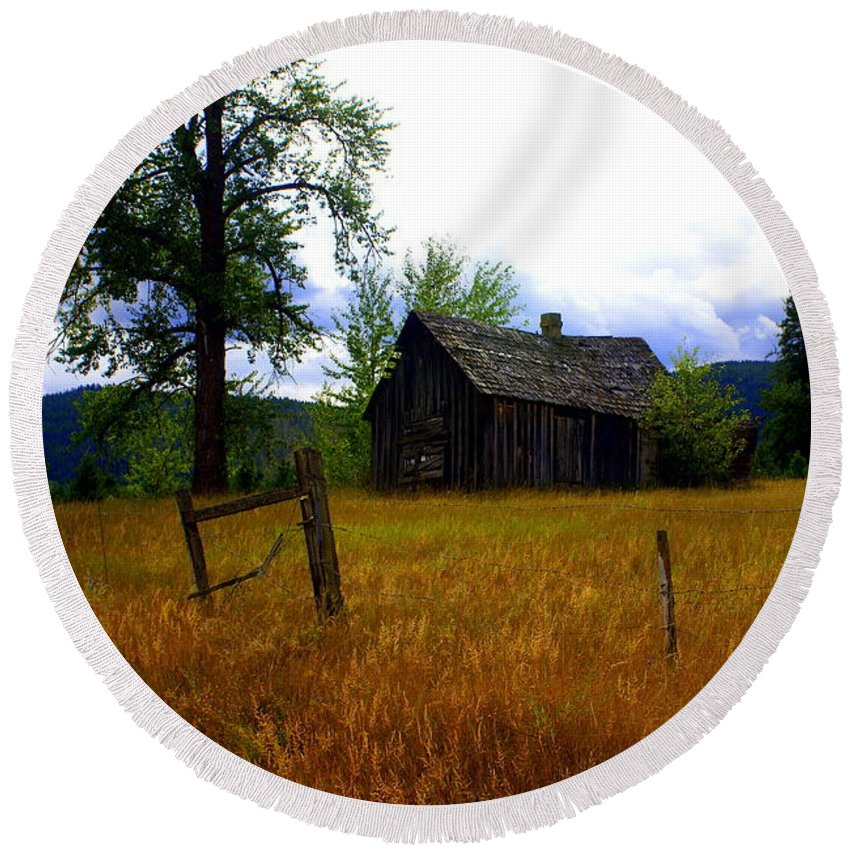 Landscape Round Beach Towel featuring the photograph Washington Homestead by Marty Koch