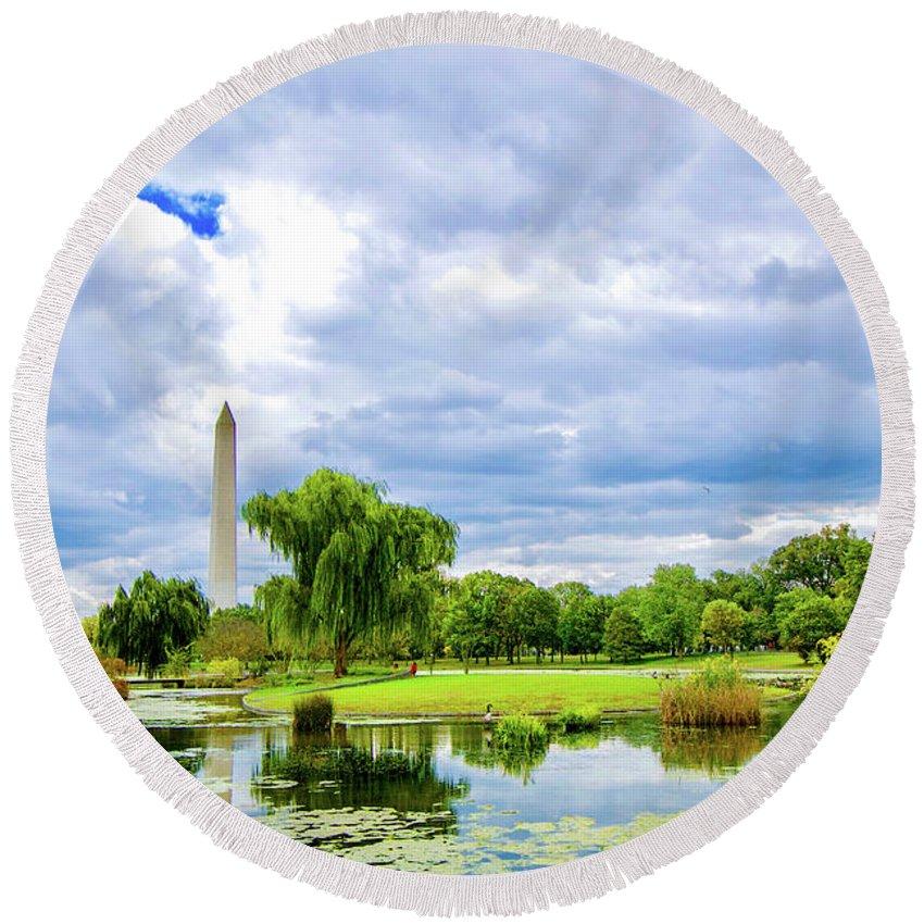 Washington Round Beach Towel featuring the photograph Washington Monument by Brock Wilson