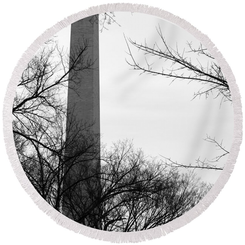 Washington Round Beach Towel featuring the photograph Washington Monument Bw by Travis Rogers