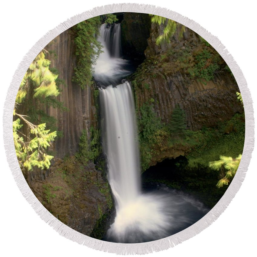 Waterfall Round Beach Towel featuring the photograph Washington Waterfall by Marty Koch