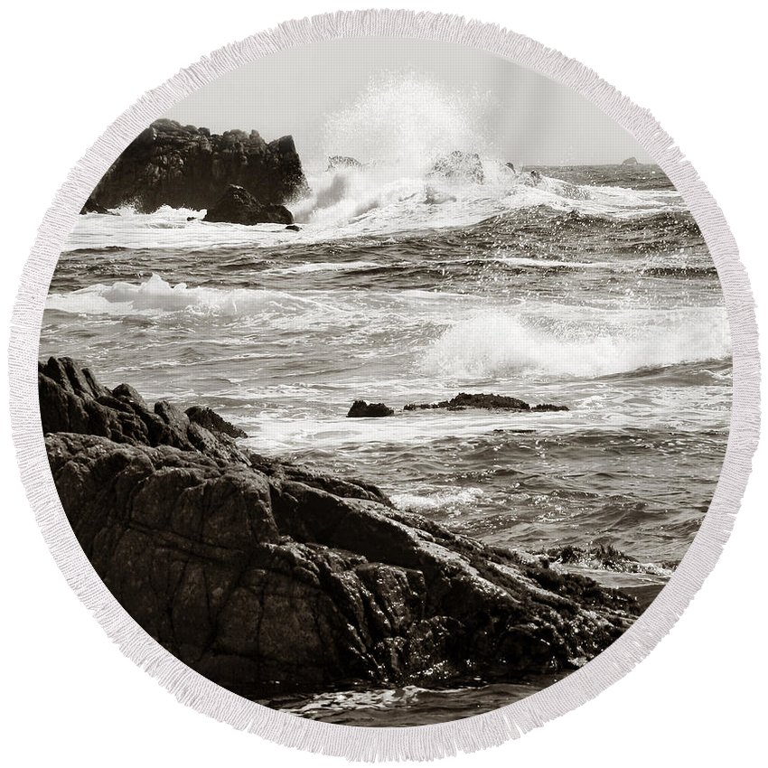 Pebble Beach Round Beach Towel featuring the photograph Waves Crashing by Marilyn Hunt